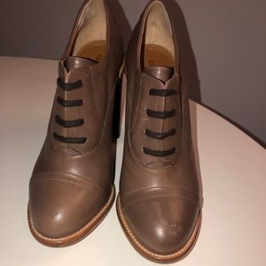 NWOT Chloe Stacked Lace-up Oxford, Taupe